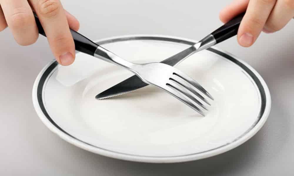 В первые 2 дня терапии следует отказаться от пищи