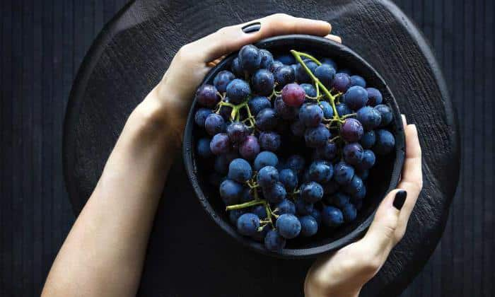 Употребление виноградного сока категорически запрещено при панкреатите (он богат глюкозой и опасными кислотами)