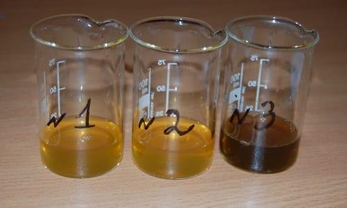 Темный цвет может вызывать билирубин, поступающий в мочу из-за прекращения оттока желчи