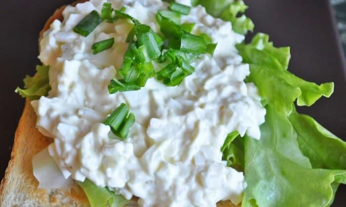 Нежный салат - намазка можно подать на кусочках подсушенного хлеба
