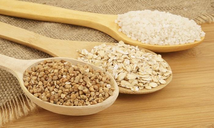 Допускается практически весь перечень доступных круп как для приготовления каш, так и для запеканок, суфле, пудингов: рис, гречка, перловка, манка, пшено