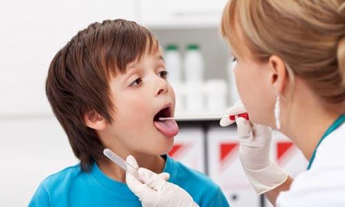 Терапевты и гастроэнтерологи часто при первичном осмотре просят пациента показать язык, чтобы оценить характер и структуру налета на нем