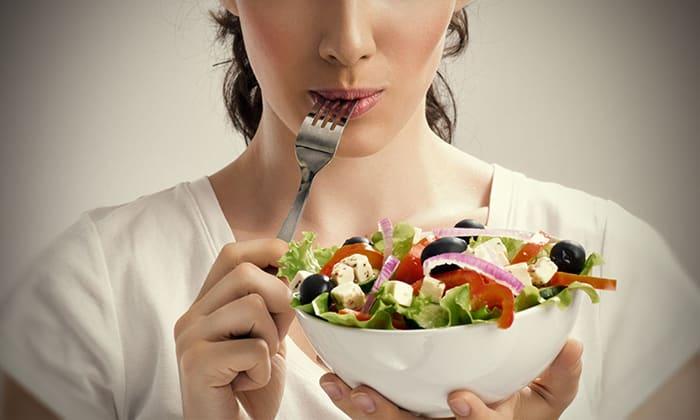 Пищу нужно принимать маленькими порциями 5-6 раз в день