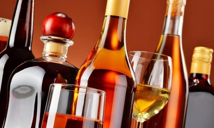 Исключить при панкреатите и холецистите следует алкогольные напитки