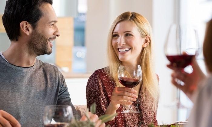 Частый прием алкоголя также является причиной развития отечного панкреатита