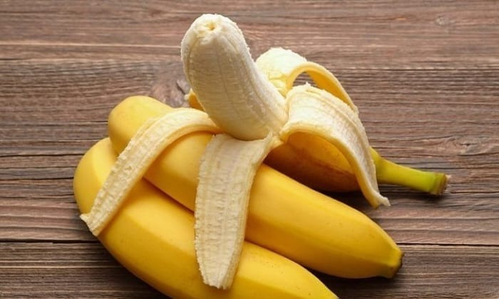 При данном заболевании можно есть только спелые мягкие фрукты со сладким вкусом, такие как бананы