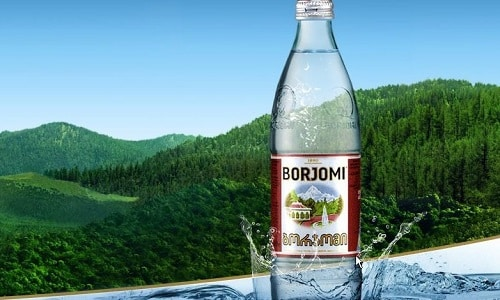 Во время острой фазы прописывают голодание, во время которого разрешено пить негазированную воду (Боржоми, Ессентуки)
