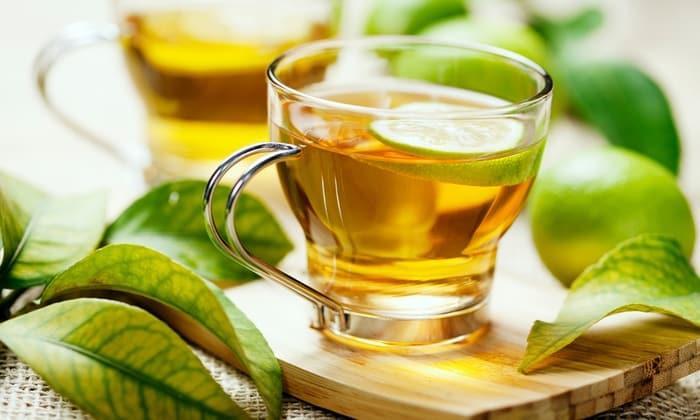 Допустимо употребление слабо заваренного зеленого или черного чая, травяных настоев и отваров.