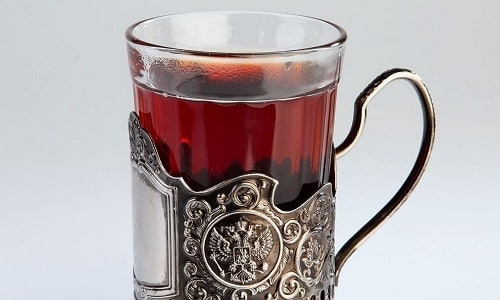 К числу безопасных и разрешенных способов утолить жажду при панкреатите относят употребление чая