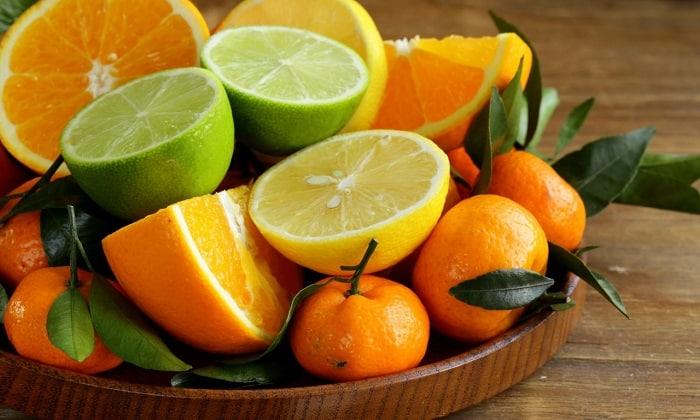 Оранжевые апельсиновый и грейпфрутовый фреши вводятся крайне осторожно, принимая во внимание сладость плодов