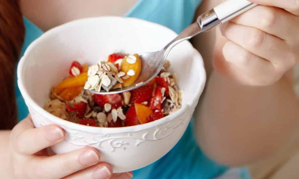 Исследование по Лунду проводится методом сбора дуоденального содержимого через каждые 30 минут в течение 2 часов после завтрака, который содержит дозированное количество белков, жиров и углеводов