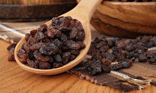 Высокая калорийность изюма требует соблюдения правил включения его в диетическое питание при панкреатите