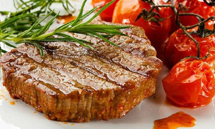 В сутки должны обязательно присутствовать белки (мясо) - 120-130 г