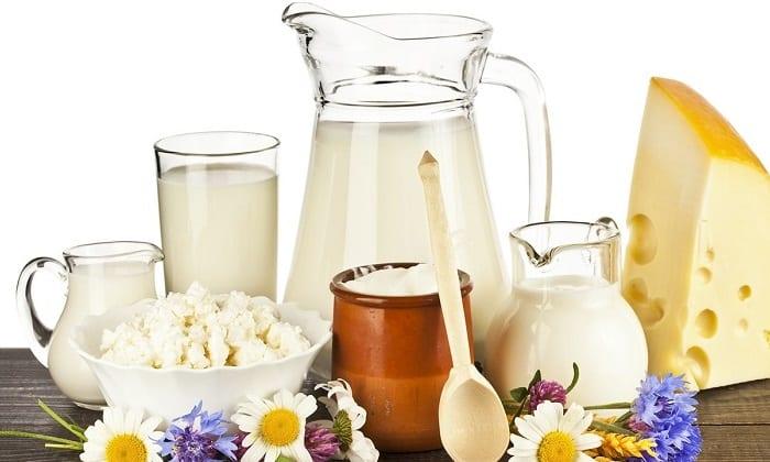 Молочные и кисломолочные продукты в рационе при данном заболевании как дополнительный источник белка могут быть представлены нежирным сыром, творогом, сметаной