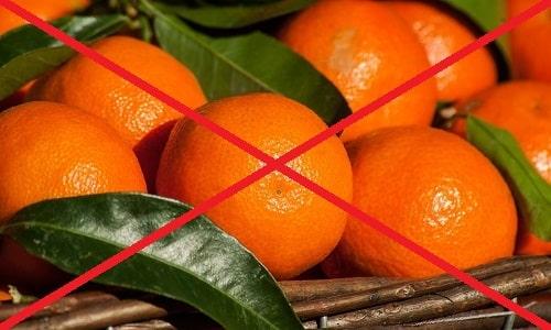 При острой форме панкреатита свежие мандарины полностью исключаются из меню