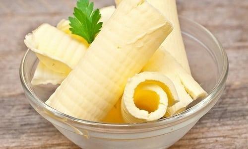 Для улучшения вкуса в пюре из отварной капусты можно добавлять сливочное масло