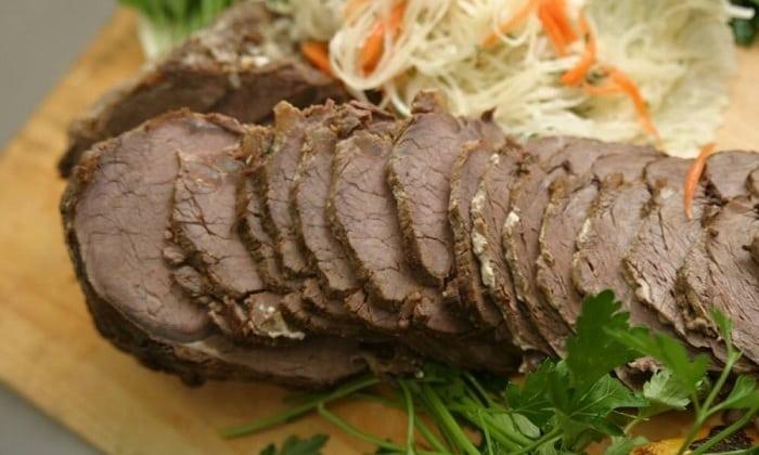 Можно вводить в диетическое меню нежирные сорта мяса