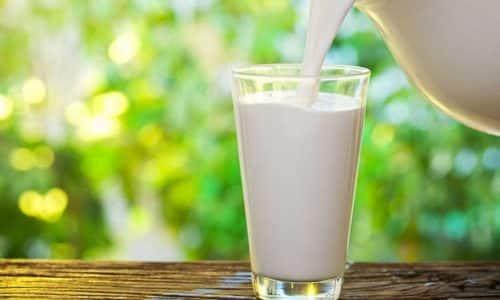 Для приготовления молочных супов следует брать нежирное молоко, которое наполовину нужно разбавить водой