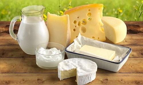 Диетическое питание при панкреатите включает в себя кисломолочные продукты