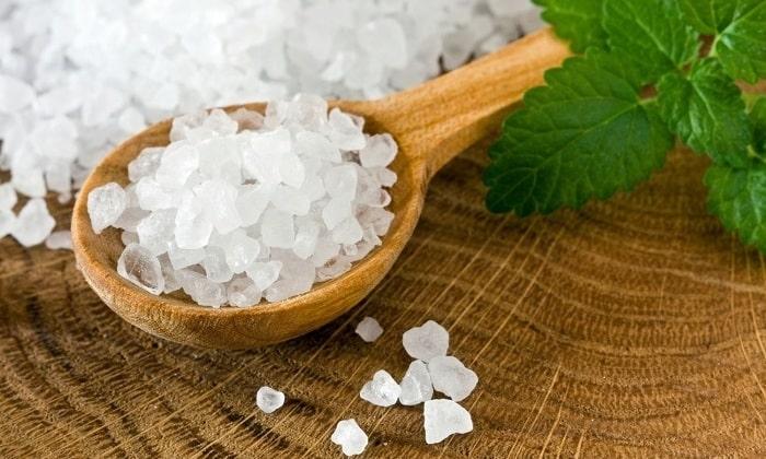 Нужно отказаться от добавления соли в сок, так как при воспалительном процессе она навредит