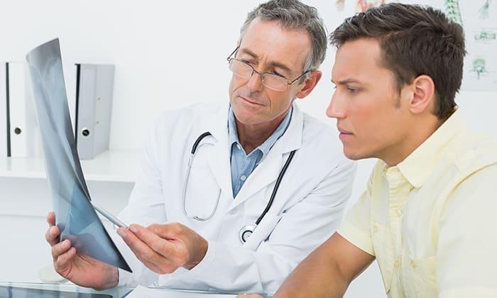 Пациенты, которым перекрученная или неестественно изогнутая поджелудочная железа не причиняет боли и дискомфорта, в лечении не нуждаются, достаточно систематического наблюдения у врача