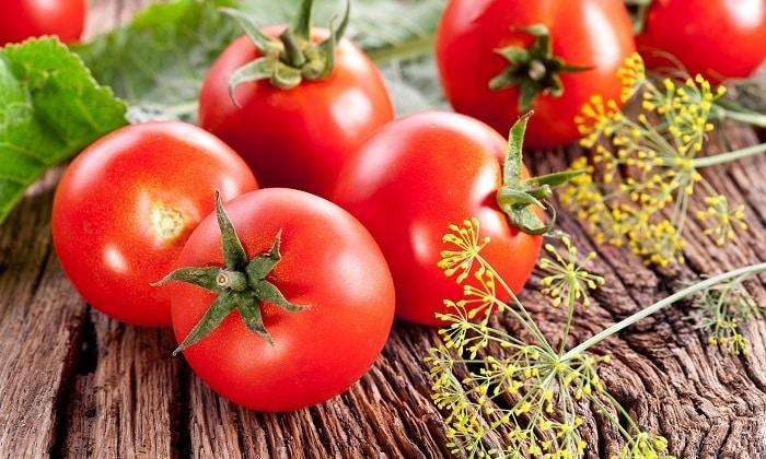 Добавлять в диетический омлет помидоры не рекомендуют