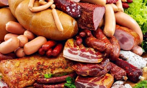 Маринады, копчености, жареные и жирные блюда следует исключить из меню