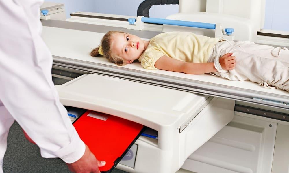 Проводят рентгенографию органов брюшной полости