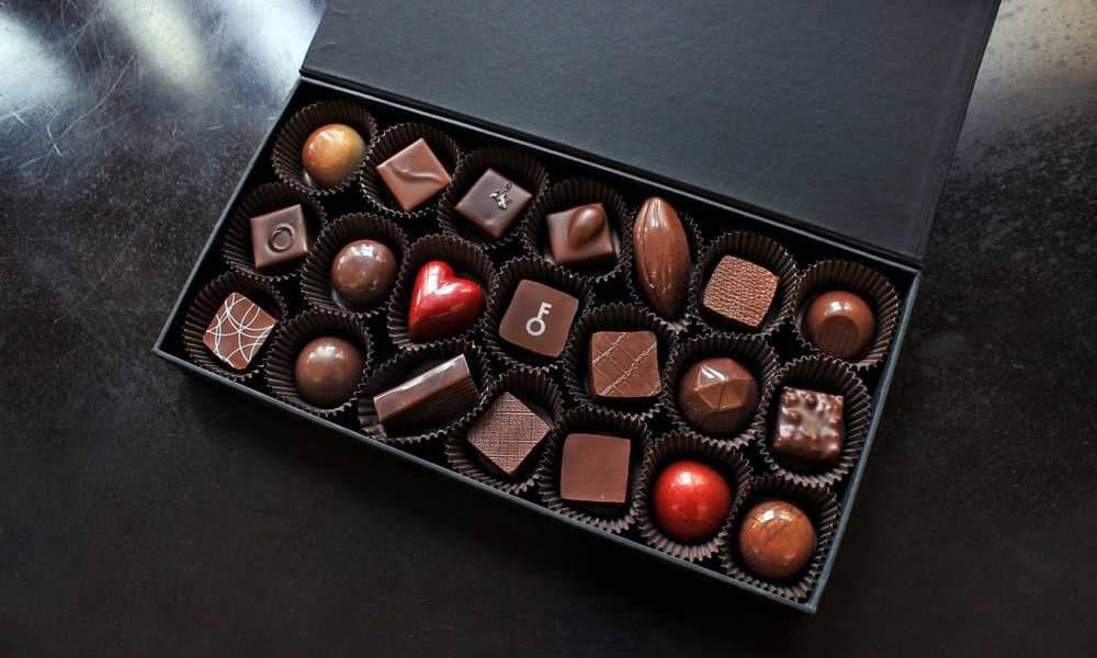 К «тяжелой» пище относят шоколад и шоколадные конфеты, особенно с алкогольными добавками