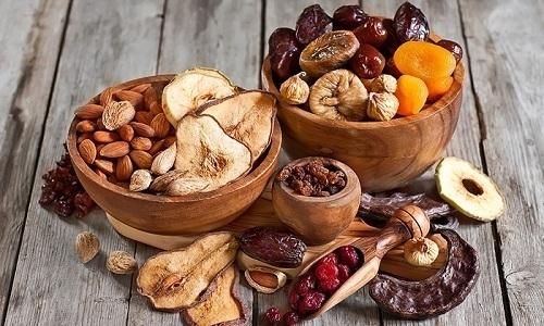 Полезен для больного панкреатитом будет компот из сухофруктов - яблок, груш, изюма, кураги, урюка и чернослива