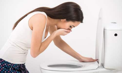 При поражении поджелудочной железы индуративным панкреатитом больной испытывает приступы тошноты
