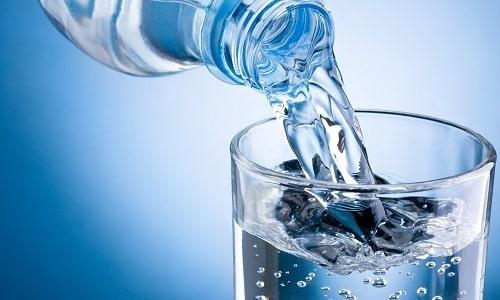 Вода при панкреатите не только способствует улучшению пищеварения, но и облегчает приступы боли