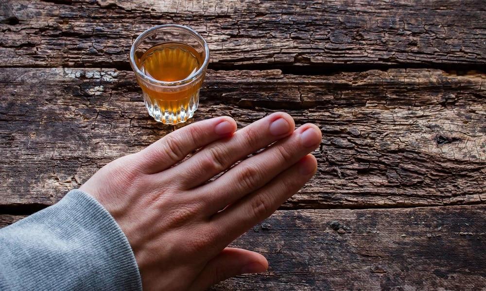 Чтобы избежать возникновения панкреатита, не следует злоупотреблять алкогольными напитками