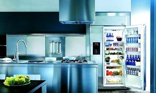 Сыр нужно заворачивать в пищевую пленку и хранить в холодильнике