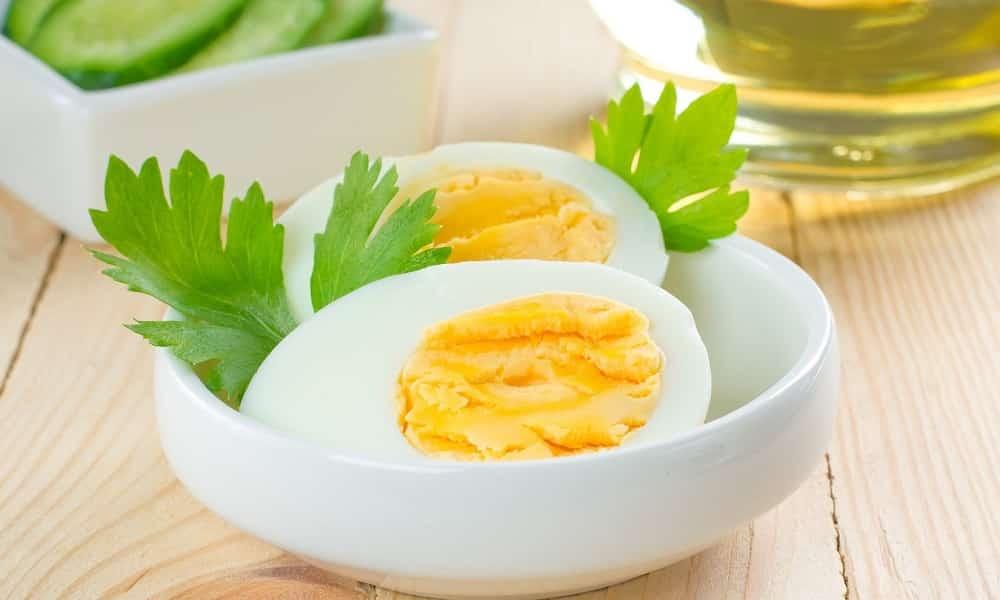 Нельзя есть жареные и сваренные вкрутую яйца