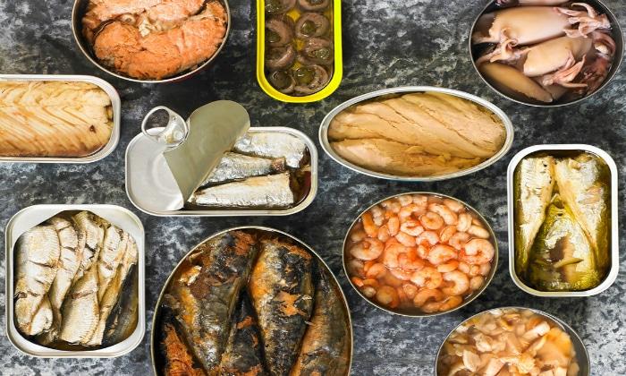 Из рациона следует полностью исключить полуфабрикаты и другие продукты, содержащие более 10% жира