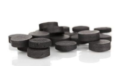 Активированный уголь ускоряет процесс выведения токсинов и шлаков из организма, расслабляет мускулатуру кишечника