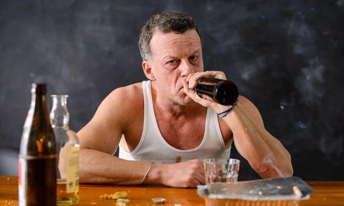 При злоупотребление алкогольных напитков может образоваться эрозия желудка