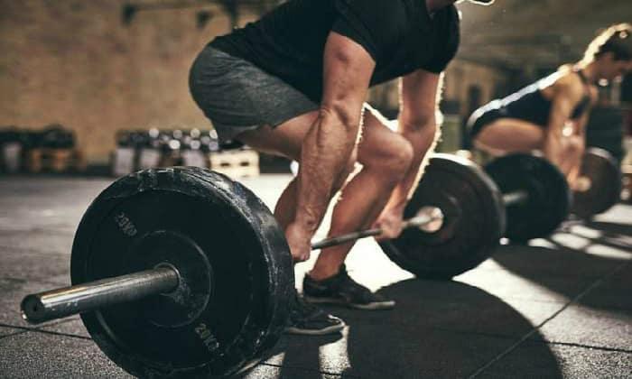 Причины заболевания могут быть различными, например поднятие тяжестей