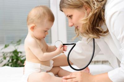 О том, что грудничка тревожит состояние пищеварительной системы, свидетельствует кал со слизью