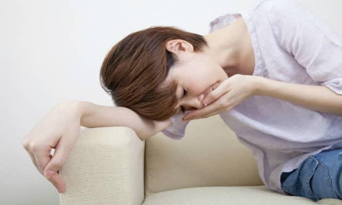 Признаком язвы желудка являются тошнота и рвота