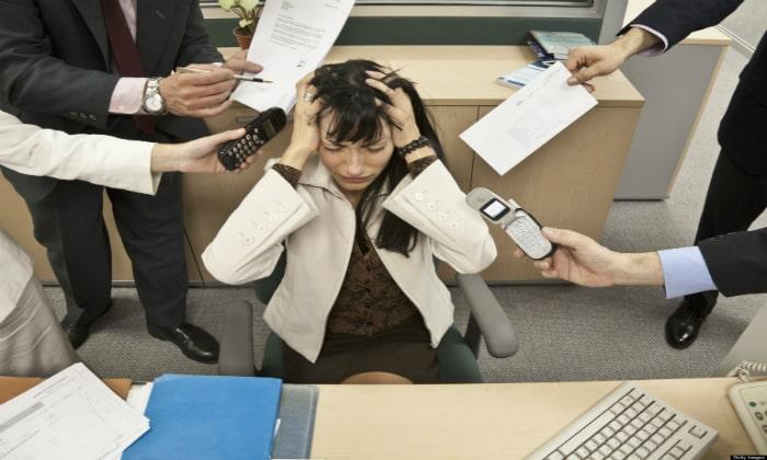 Врачи выделяют несколько причин, которые провоцируют заболевания желудочно-кишечного тракта, например постоянные стрессовые ситуации
