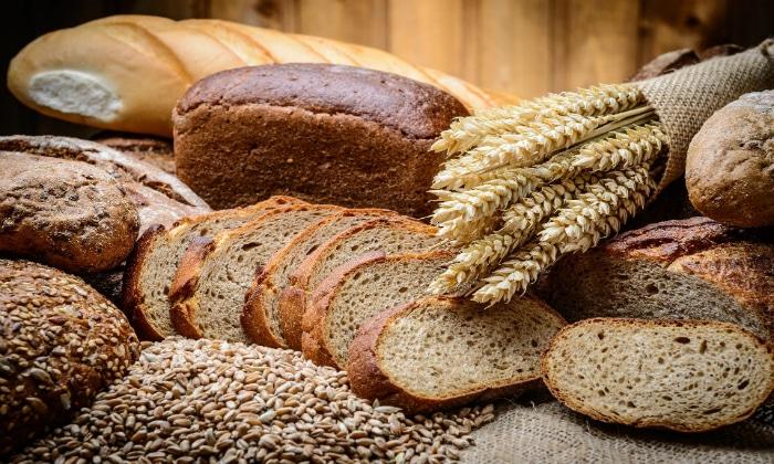 Под строгим запретом находится хлеб и другая сдобная выпечка