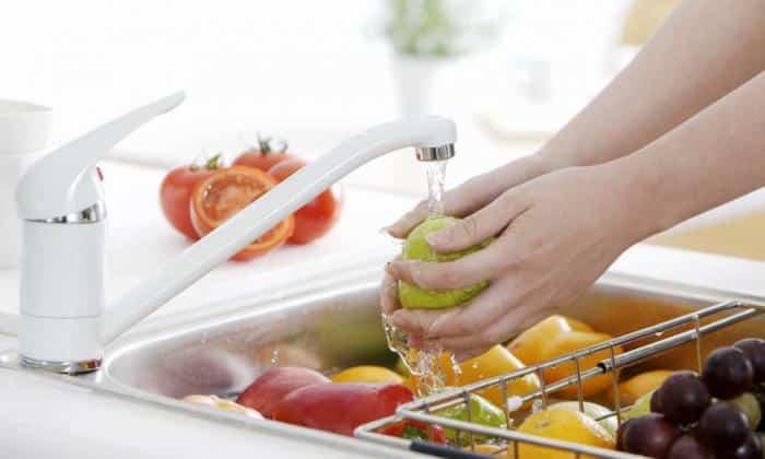 Для профилактики заболевания перед приемом фруктов, овощей, ягод обязательно тщательно их промывайте