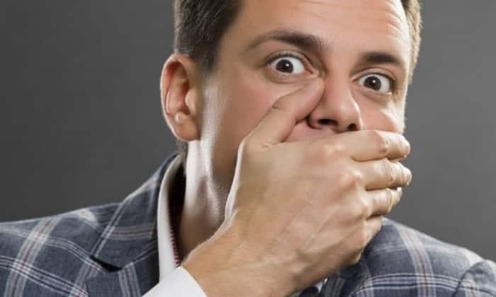 У страдающих нарушением, отмечается неприятная отрыжка и нетипичный вкус во рту
