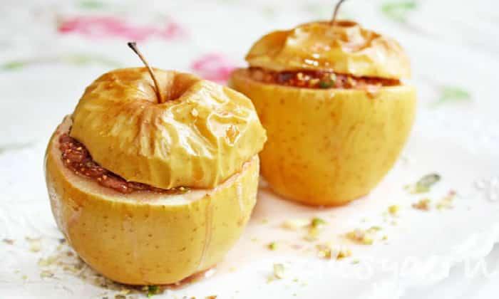 Можно давать больному вареные овощи и печеные фрукты, например, яблоки