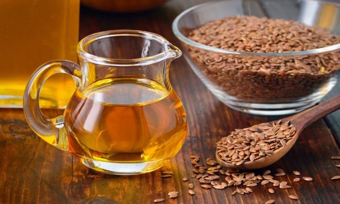 Для восполнения омега жиров следует использовать льняное масло при панкреатите
