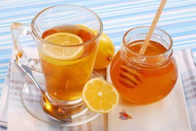 Наряду с прополисом, лечение народными средствами широко использует другой продукт пчеловодства - мед. Его можно приготавливать в различных вариантах
