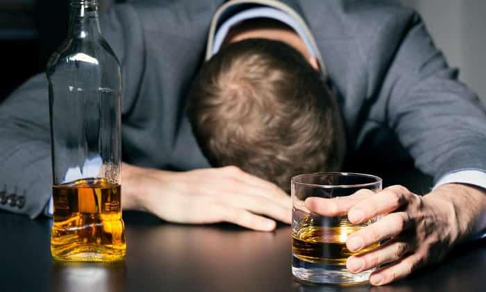 Причины могут иметь и не микробное происхождение, например, алкогольное влияние