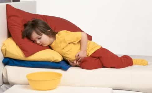 Расстройство кишечника у детей сопровождается частой рвотой и жидким стулом